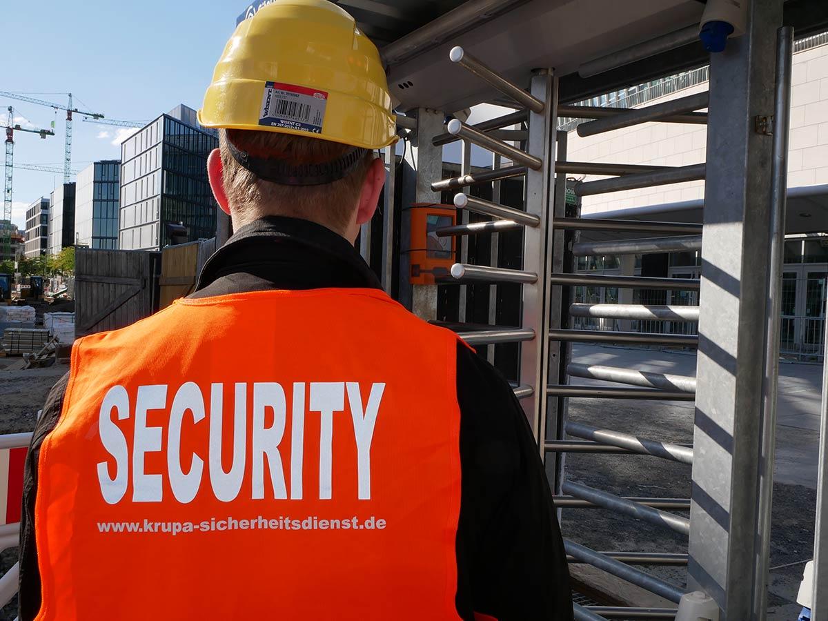 Wachschutz bei der Einlasskontrolle in Berlin