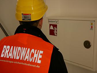 Brandwache und Brandschutzhelfer bei der Arbeit
